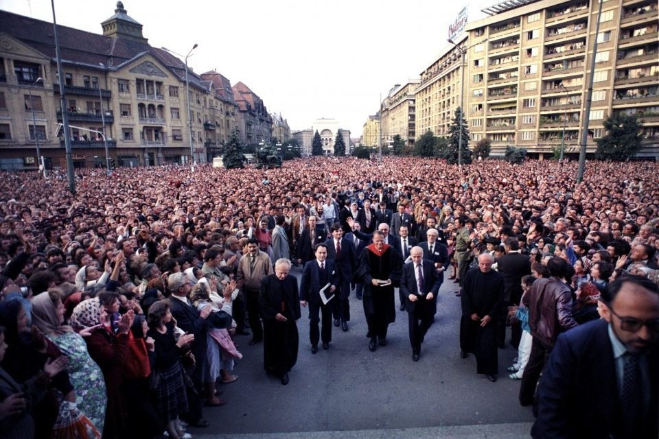 Billy Graham walking into an Orthodox cathedral in Timisoara, Romania, in 1985