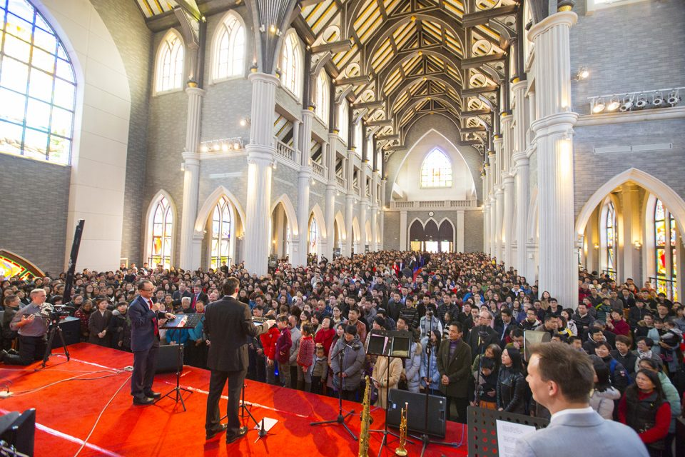 Will Graham visits the Dushu Lake Church as part of the 2017 Music Celebration in the Jiangsu Province of China. An estimated 1,800 people attended Saturday's event.